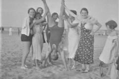 spiaggia-con-sorelle-e-cugine